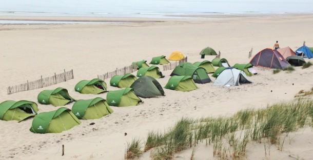 tenten op strand